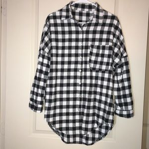 Tops - Oversized plaid button shirt